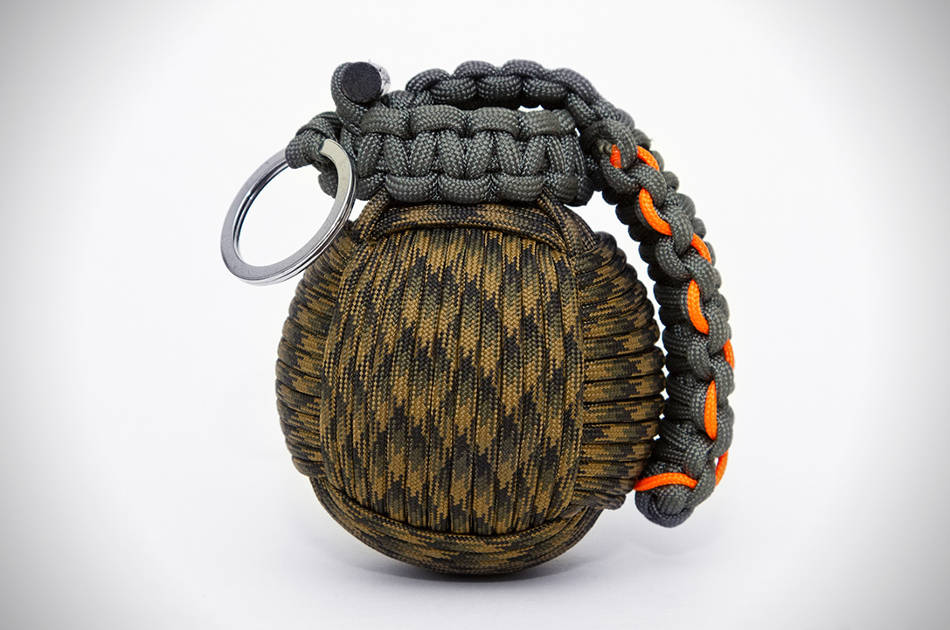 How to make the paracord survival grenade hunting gear for Paracord stuff to make